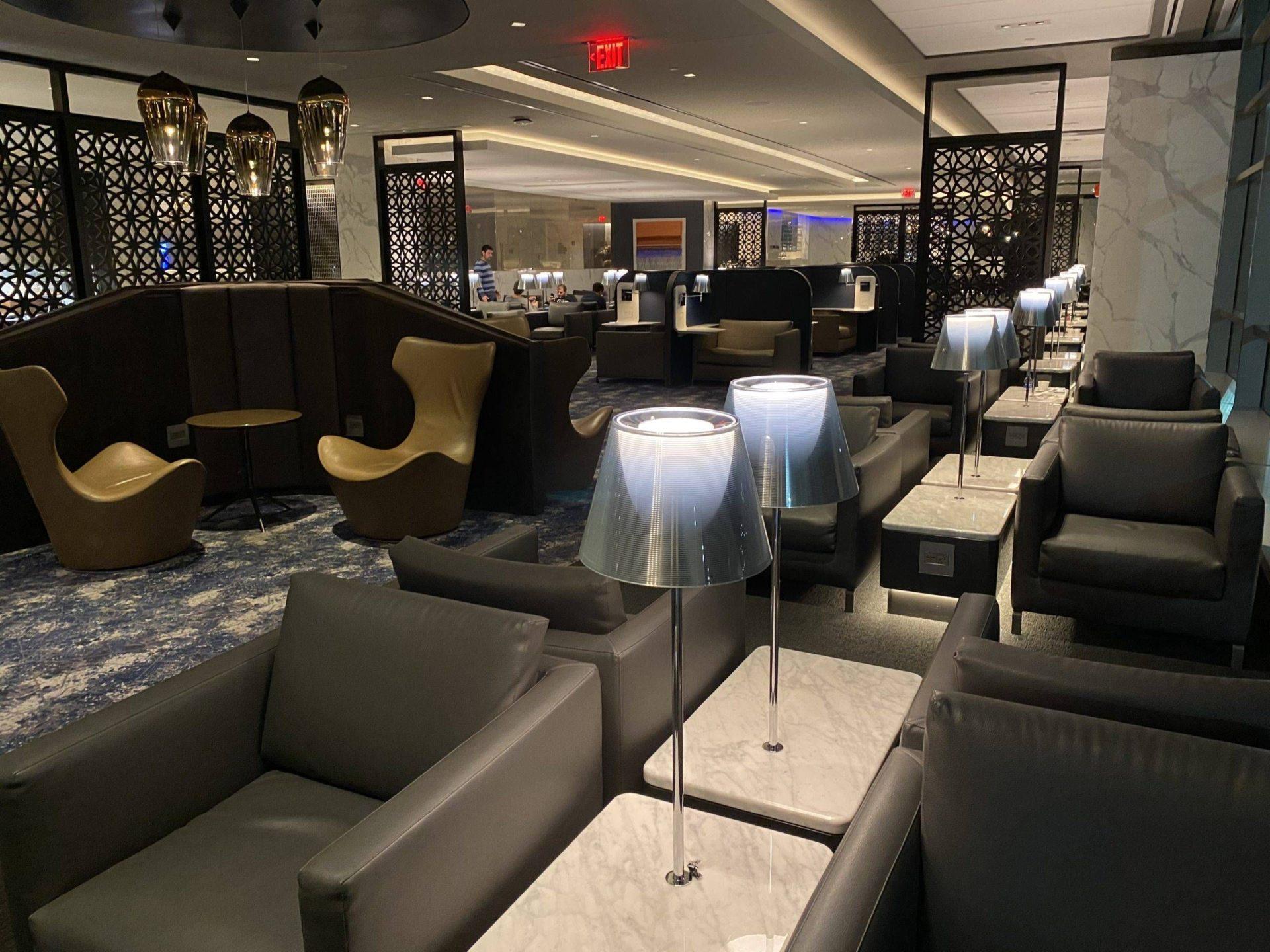 United Polaris Lounge Newark assentos