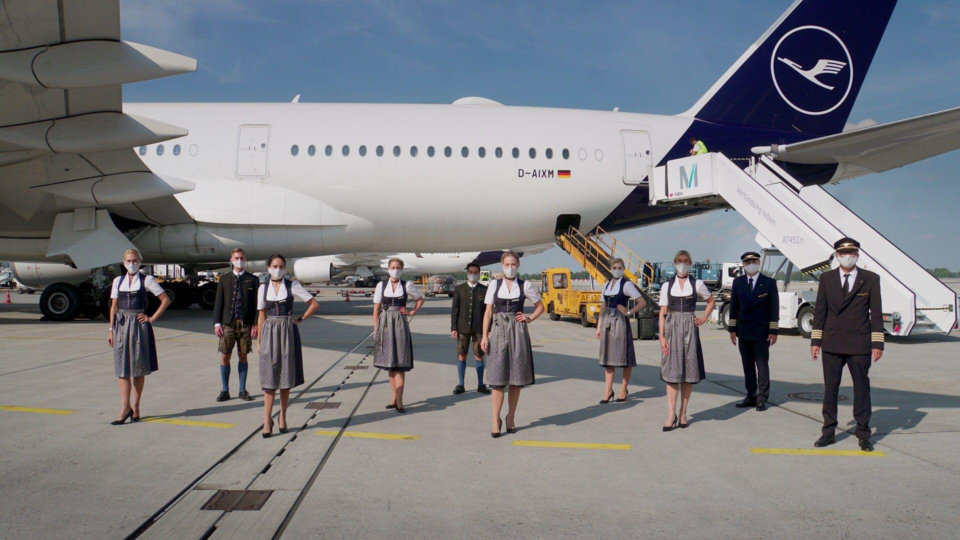 Lufthansa Trachtencrew