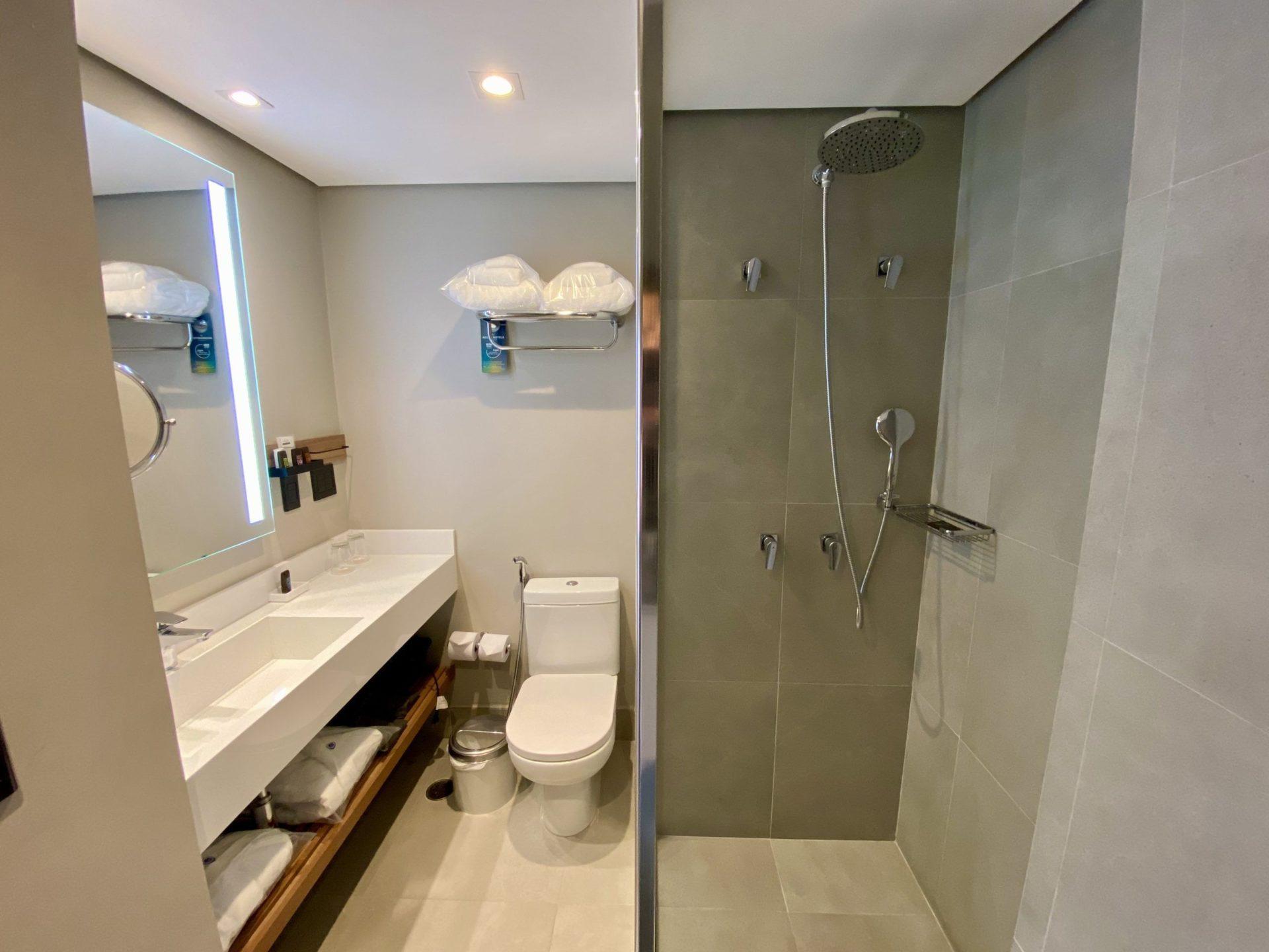 Grand Mercure sp Itaim Bibi banheiro do quarto