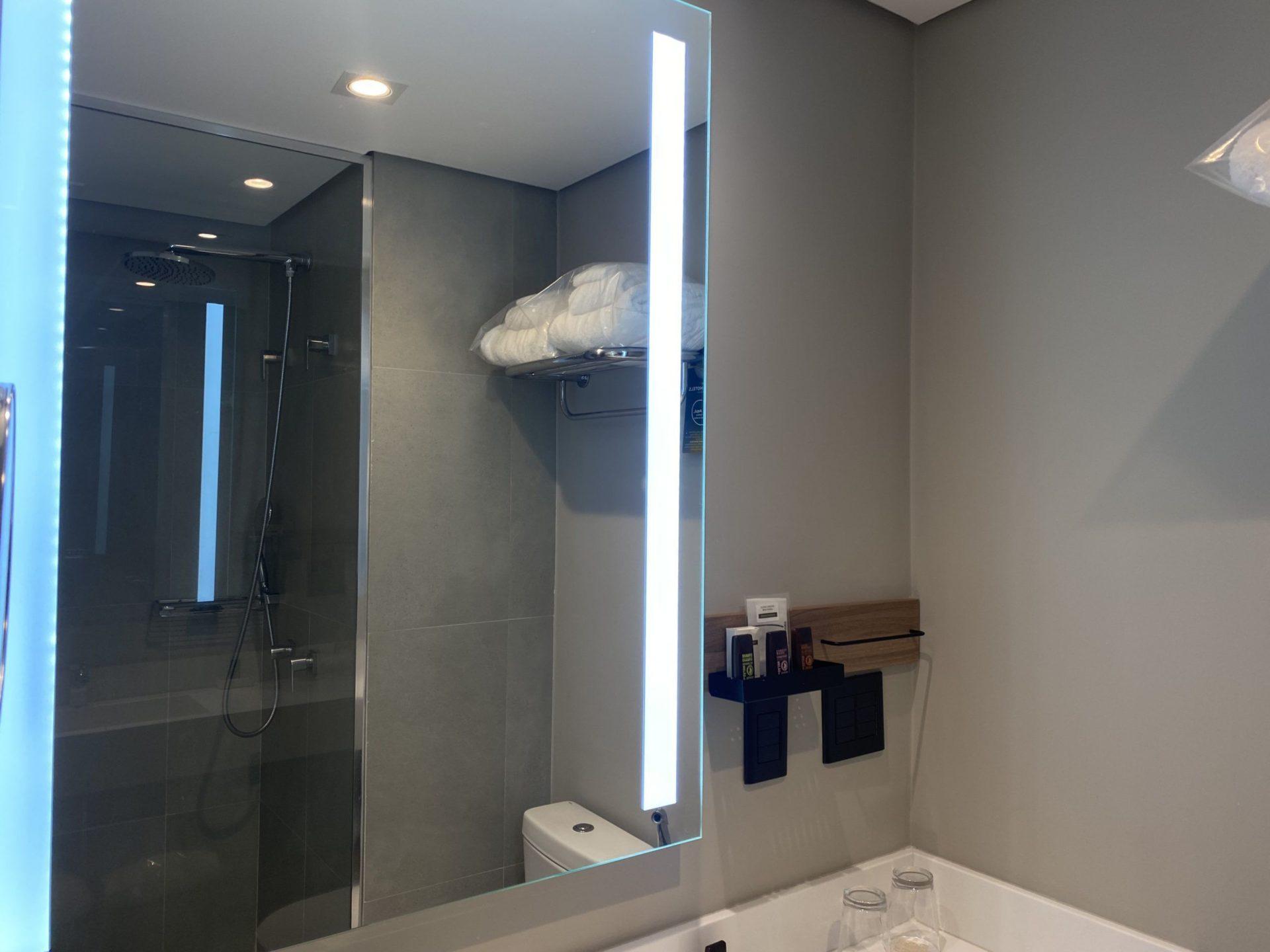 Grand Mercure sp Itaim Bibi iluminação led do banheiro