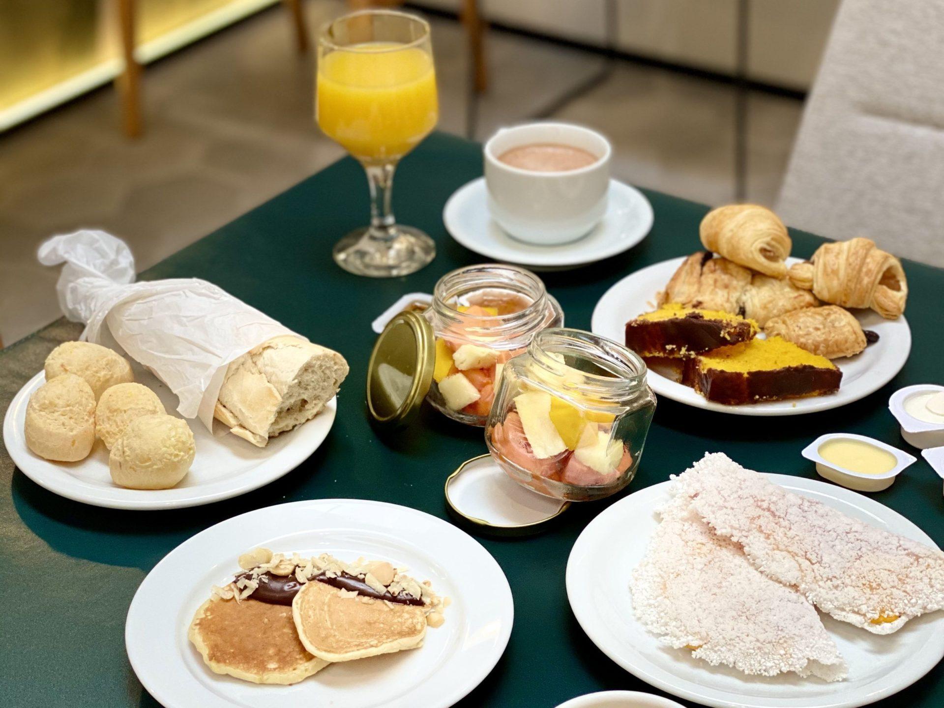 café da manhã no Grand Mercure sp Itaim Bibi