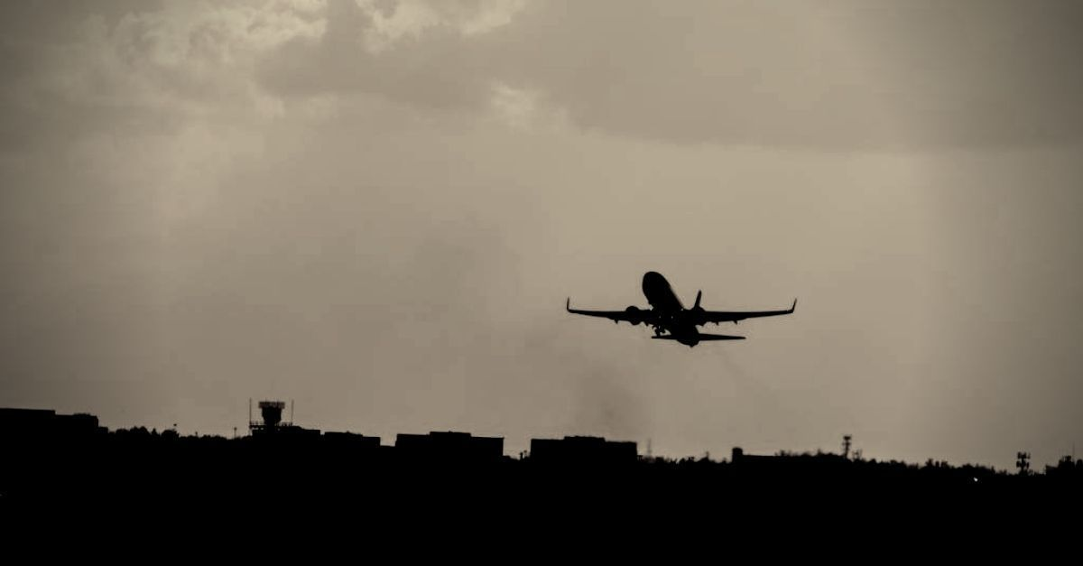 passageirodeprimeira.com-governo-portugues-suspende-voos-entre-o-pais-e-o-brasil-aviao-preto-e-branco.jpg
