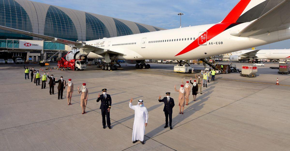 Emirates voo vacinados